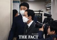 [TF포토] 법정 들어서는 조현범 대표