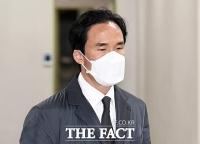 [TF사진관] '한국타이어 운명의 날'...1심 선고 재판 출석하는 조현범 대표
