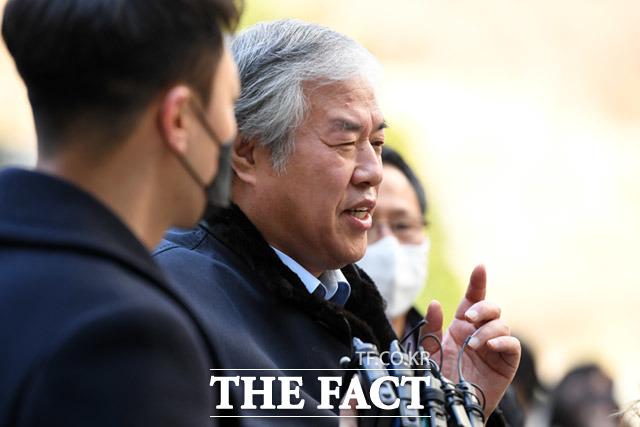 공직선거법 위반 혐의를 받고있는 전광훈 목사가 2월24일 오전 서울 서초구 서울중앙지방법원에서 열린 구속영장 실질심사에 출석하고 있다. /임세준 기자