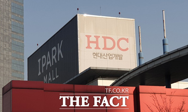 IB업계 안팎에서 HDC현대산업개발의 아시아나항공 인수 절차가 미뤄질 것이라는 전망이 나오고 있다. 사진은 서울 용산구 한강로3가 소재 HDC현대산업개발 /윤정원 기자