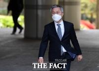 [TF포토] 공판 출석하는 최강욱 전 청와대 공직기강비서관