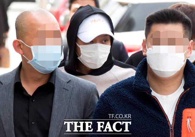 가수 박유천이 22일 오후 경기도 의정부시 의정부지방법원에서 열린 배상금 미지급 관련 감치재판에 출석하고 있다. /의정부=임세준 기자