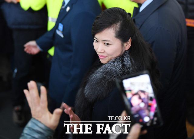 2013년 국내 언론에서 현송월 삼지연관현악단장도 총살설에 휩싸였지만 1년 뒤 조선중앙TV을 통해 평양에서 열린 제9차 예술인대회'에서 모란봉악단 단장 자격으로 모습을 드러냈다. 2018년 방남한 현 단장의 모습./배정한 기자