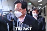 [TF포토] 재선 당선자 모임 참석하는 송언석-정점식
