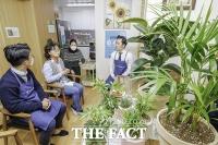 [TF포토] 손소독제와 반려나무 기부한 아우디폭스바겐코리아