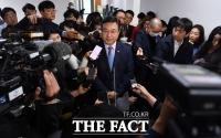 [TF포토] '오거돈 사태' 민주당 입장에 쏠린 취재진