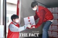 [TF포토] 롯데지주, 독거노인 1500명에 생필품 지원