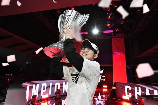 T1, '2020 LCK 스프링' 퍼펙트 우승…9번째 정상 ..