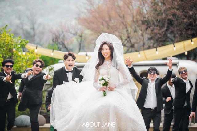개그맨 정윤호가 오는 10월 30일 4살 연하의 승무원과 결혼한다. /해피메리드컴퍼니 제공