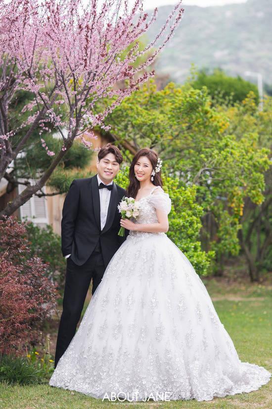 정윤호는 내 눈에 정말 예쁘고 묵묵히 믿어줄 것 같아서 결혼해야겠다고 결심했다고 소감을 전했다. /해피메리드컴퍼니 제공