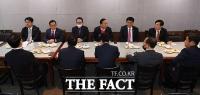 [TF포토] 회의하는 미래통합당 3선 당선자들