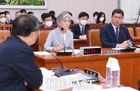 [TF포토] 질의에 답변하는 김연철 장관