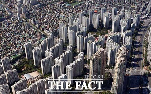서울 권역 아파트 수요자들은 삼성물산의 래미안, GS건설의 자이, 대림산업의 아크로, 현대건설의 디에이치 등의 브랜드를 선호하는 것으로 파악된다. /더팩트 DB