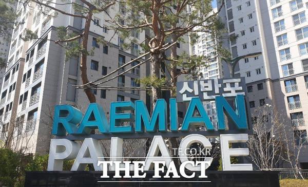 래미안은 브랜드 아파트의 효시로 알려져 있다. 사진은 서울 서초구 잠원동 소재 래미안 신반포팰리스 / 윤정원 기자