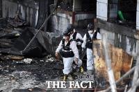 [TF사진관] '이천 물류창고 화재, 합동 감식 마무리'…까맣게 변해버린 현장