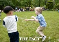 [TF초점] '보상소비' 기대감 부푼 유통업계…'어린이날 특수' 마케팅 총력