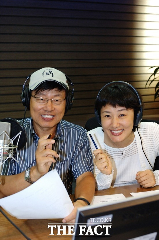 33년간 호흡을 맞췄던 싱글벙글쇼 강석 김혜영이 마이크를 내려놓는다. /더팩트DB