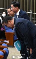 [TF포토] 김태년-정성호-전해철, '일사불란한 인사'