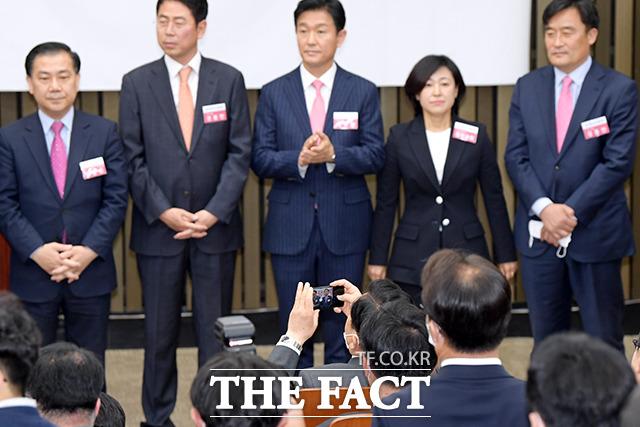 지난달 28일 국회에서 당선자 총회에서 초선 당선자들이 자기소개를 하고 있는 모습. /이선화 기자
