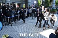 [TF사진관] '재판 본격 돌입'...법정 출석하는 조국