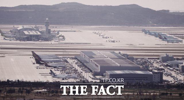 항공업계는 코로나19 사태로 여객 수요가 급감하면서 과반의 국제선이 운휴 상태에 빠지는 등 직격탄을 맞았다. /더팩트 DB