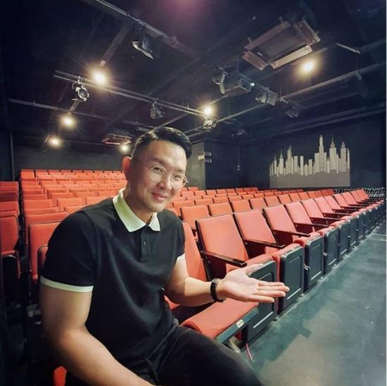 윤형빈이 자신의 SNS를 통해 KBS2 개그콘서트 폐지 소식에 안타까운 마음을 전하며 개그맨들에게 윤형빈소극장을 무료로 개방하겠다고 밝혔다. /윤형빈 SNS