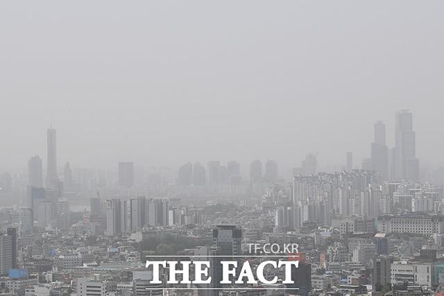 잿빛으로 변한 서울.