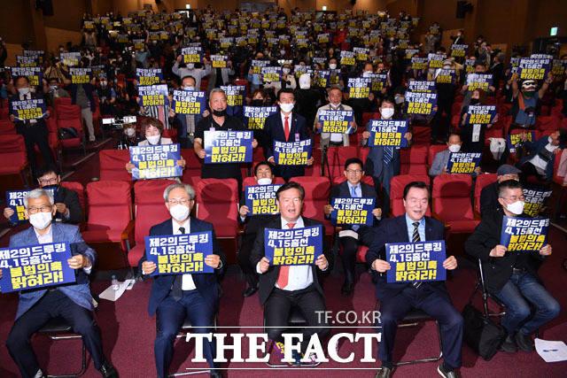 이날 토론회엔 민 의원과 낙선한 안상수 의원, 김문수 전 경기지사가 참석했다. 또 보수 성향 유튜브 채널 방송인들도 대거 자리했다. /남윤호 기자