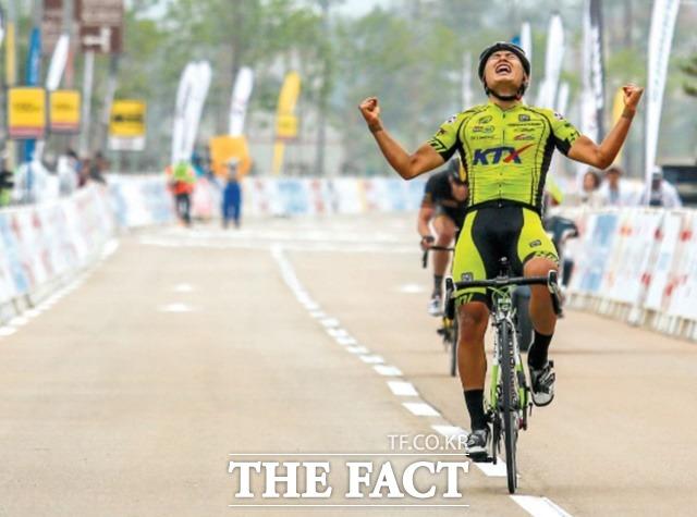 2014 투르드코리아 Stage6에서 우승을 차지한 장경구. 지금은 25기 경륜 선수로 활약하고 있다./경륜경정총괄본부 제공