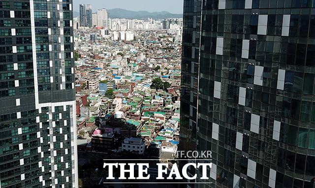 성동구 성수동. 매매가 35억원에 달하는 T아파트는 보증금 2억원을 걸어도 월세가 1000만원이 넘는다. 같은 생활권의 옥탑방 월세는 30만원이다.