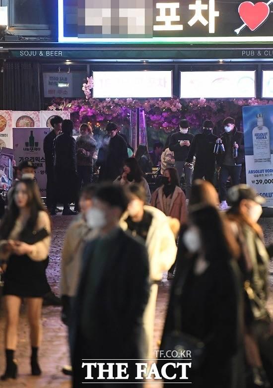 이태원 클럽발 집단 감염 사태로 '코로나19' 재확산 우려가 커지는 가운데 일부 기업에서도 확진자가 발생하면서 피해가 속출하고 있다. /이새롬 기자