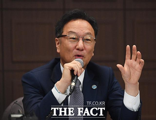 인보사를 둘러싼 의혹으로 기소된 이우석 코오롱생명과학 대표의 재판에서 코오롱티슈진이 상장 당시 제출했던 증권신고서를 놓고 검찰과 변호인 사이에 대립이 이어졌다. /이동률 기자