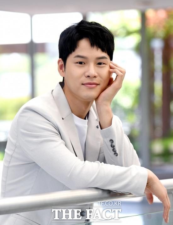 최근 종영한 tvN 드라마 메모리스트의 윤지온은 쉼표 역할을 했다. 살인마를 쫓는 이 드라마에서 그는 웃음을 담당했고 주인공을 맡은 유승호의 든든한 지원군으로 활약했다. /이새롬 기자