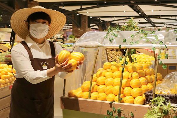 현대백화점이 지역 특산물 소비 촉진을 위해 경인 11개 점포 식품관에서 특별 할인 행사를 진행한다. /현대백화점 제공