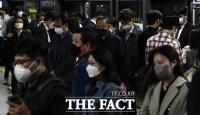 [TF사진관] '혼잡한 퇴근길' 마스크 착용한 시민들