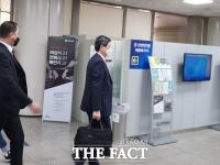 [TF초점] 다시 법정서 마주한 '계약 친구'…신동주·민유성, 날 선 비난