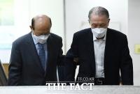 [TF사진관] '세월호 보고서 조작' 혐의 김기춘...'법정 향하는 무거운 발걸음'