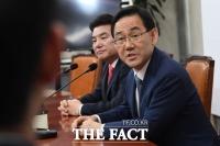 [TF포토] 합당 질의 답변하는 주호영