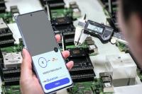 양자난수생성 칩셋 뭐길래…SKT, 세계 최초 양자보안 5G폰 공개