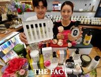 [TF사진관] 신세계 딥티크, '성년의 날 맞이 향수 세트 공개'
