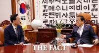 [TF사진관] 국회의장 예방한 주호영 미래통합당 원내대표