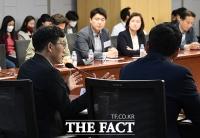 [TF포토] 보수정치 토론회에서 발언하는 진중권