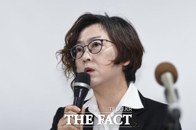 정의연은 10억 예산으로는 서울 마포구에 건물을 매입할 수 없었다라며 안성 쉼터 의혹을 해명했다. 사진은 지난 11일 기자회견에서 발언하는 이나영 정의기억연대 이사장. /배정한 기자