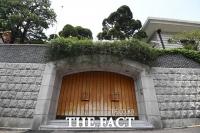 [TF포토] '굳게 닫힌 전두환 전 대통령 자택'