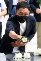 [TF사진관] 김제동, '5·18 기념식 사회 마치고 민주묘지 참배'