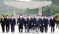 [TF사진관] 주호영, '5·18 참배 후 시민단체와 면담'
