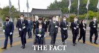 [TF포토] 민주묘지 찾은 미래한국당