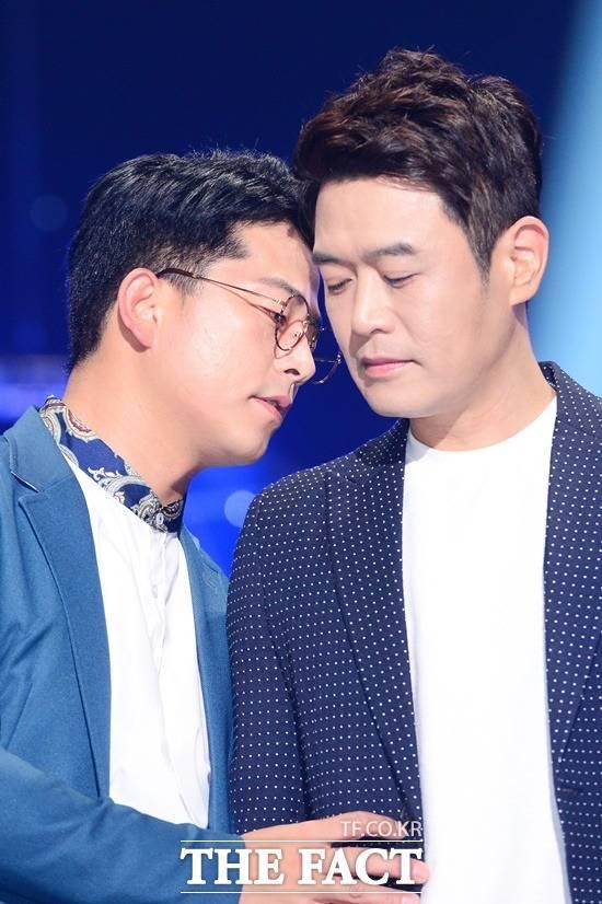 KBS2 개그콘서트는 최전성기를 누리던 2000년대부터 시청률 30%를 오르내리며 스타 등용문의 자존심으로 군림했으나 결국 시장논리에 밀려 폐지 통고를 받았다. 왼쪽부터 개콘 주요멤버로 활약해온 김준호 김대희. /남용희 기자
