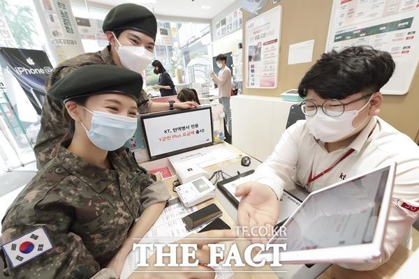 KT가 현역 병사들을 위해 다양한 미디어 혜택을 담은 Y군인 플러스 2종을 출시한다. /KT 제공