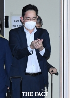 [TF포토] 손 소독하는 이재용 부회장